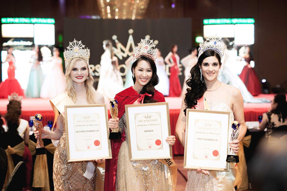 """Dương Thùy Linh đăng quang """"Hoa hậu Phụ nữ Toàn thế giới 2018"""""""