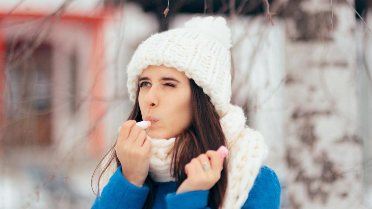 Tại sao chapstick có thể làm hại đôi môi của bạn?
