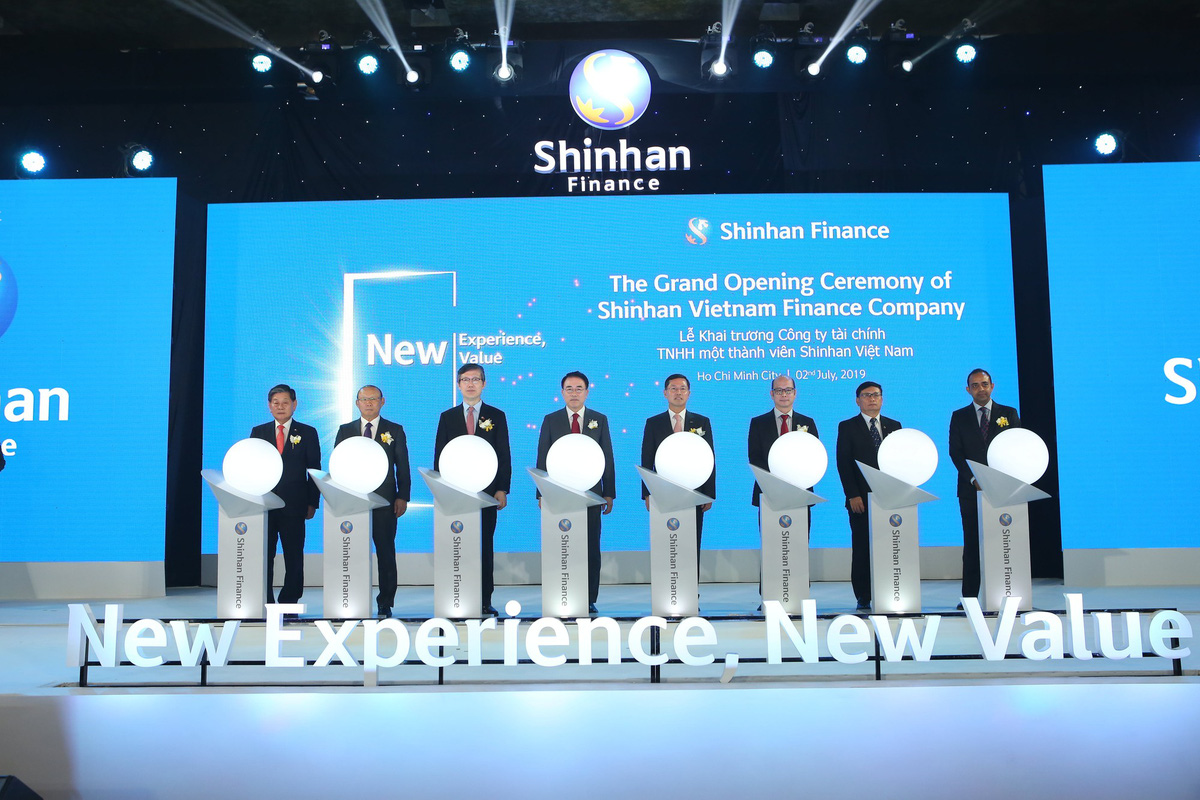 Shinhan Finance ra mắt hệ thống nhận diện thương hiệu tại Việt Nam