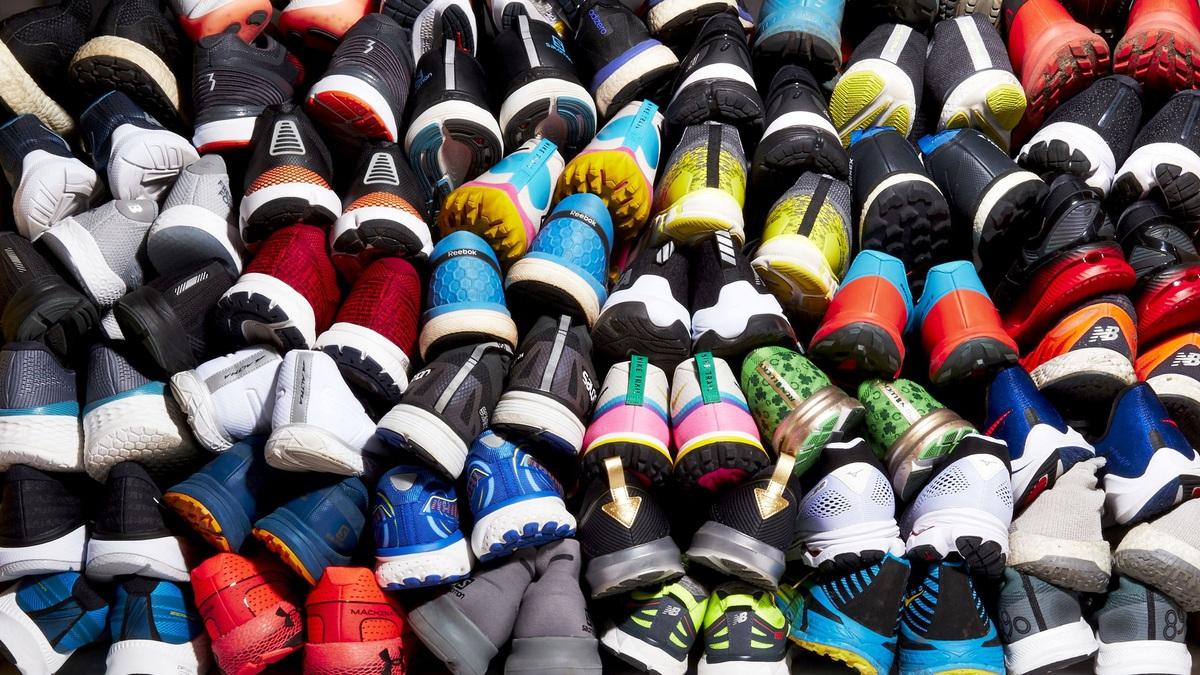 10 đôi giày sneakers bán chạy nhất năm 2020