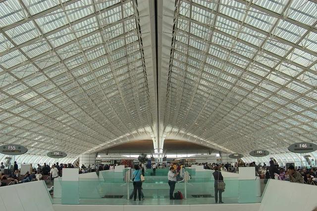 Charles de Gaulle là sân bay nhộn nhịp nhất châu Âu - Ảnh 1.