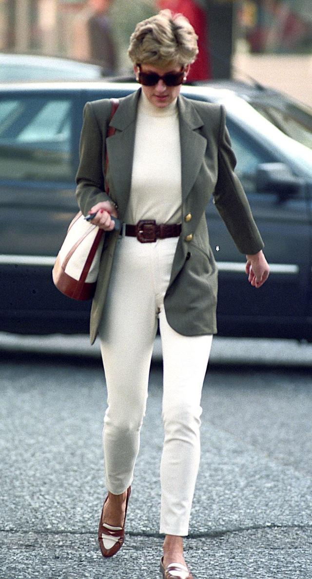 Những trang phục street style truyền cảm hứng của Công nương Diana - Ảnh 3.