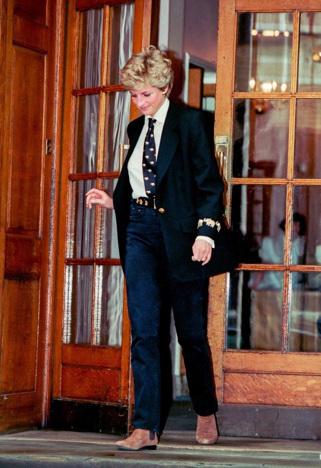 Những trang phục street style truyền cảm hứng của Công nương Diana - Ảnh 12.
