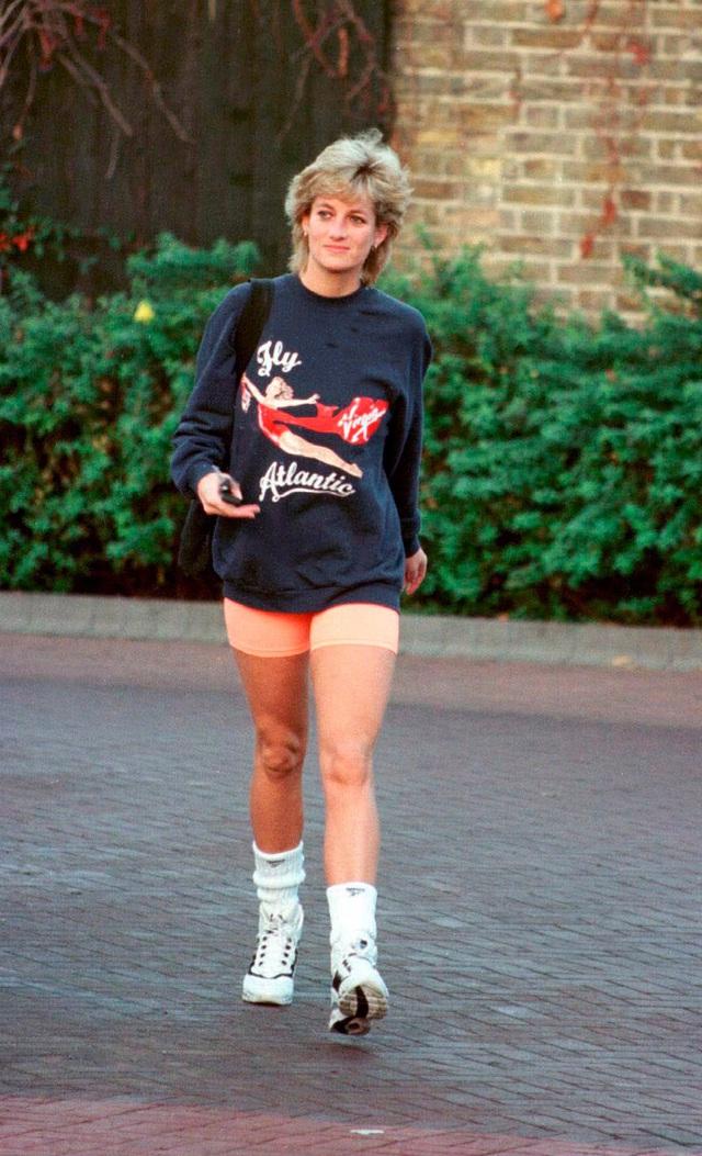 Những trang phục street style truyền cảm hứng của Công nương Diana - Ảnh 6.
