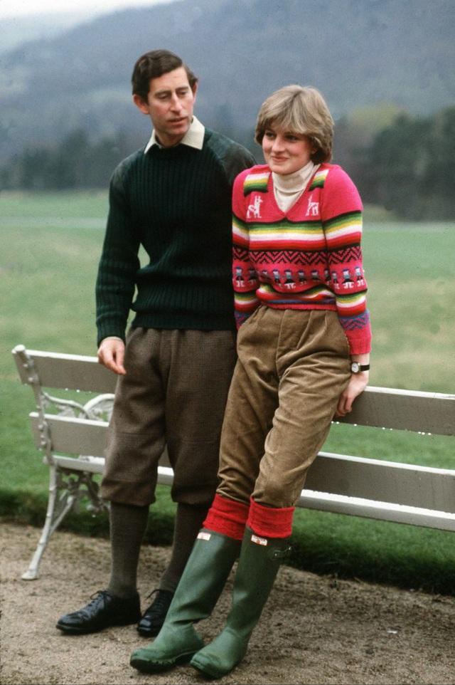 Những trang phục street style truyền cảm hứng của Công nương Diana - Ảnh 4.
