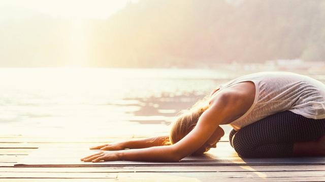 Những động tác căng cơ tốt nhất bạn nên tập khi ra khỏi giường - Ảnh 1.