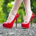 Học những bí quyết để tự tin sải bước với giày cao gót như siêu mẫu