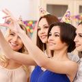 Biến một bộ đồ công sở thành trang phục dự tiệc