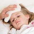 Sốt virus ở trẻ: Cách chăm sóc để nhanh phục hồi?