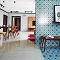 Căn hộ sắc màu với gạch mosaic trong nội thất