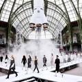 5 sàn catwalk siêu thực mà chỉ Karl Lagerfeld dám nghĩ đến