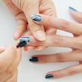 Tự sơn móng tay màu biển ngay tại nhà