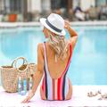 Thường xuyên đi bơi, làm sao để bảo vệ da?