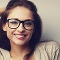 Mẹo trang điểm cho những cô nàng đeo kính
