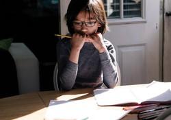 Không chỉ người lớn mà cả trẻ con cũng stress