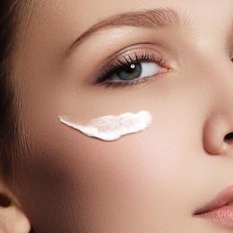 Nhạy cảm như vùng da quanh mắt