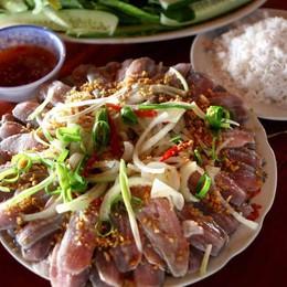 Gỏi cá trích cuốn rau rừng: thương hiệu ẩm thực Phú Quốc