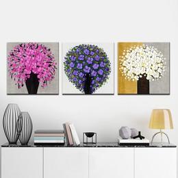 Tường nhà có hoa