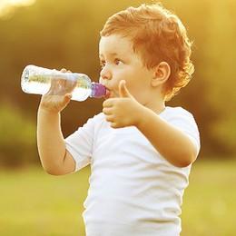 Bổ sung nước giúp cải thiện khả năng linh hoạt của trẻ nhỏ