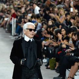 """""""Bố già"""" làng mốt Karl Lagerfeld: câu chuyện về một huyền thoại"""