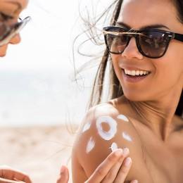 5 kem chống nắng dạng sữa phù hợp cho mùa hè