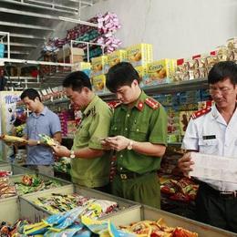 Cảnh giác khi mua các mặt hàng thực phẩm dịp Tết Nguyên đán