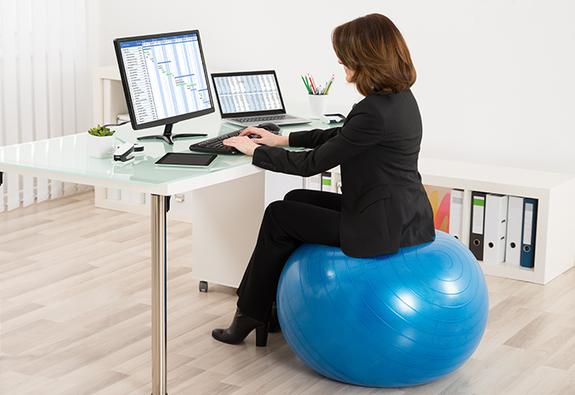 Biến văn phòng thành… phòng tập ép cân