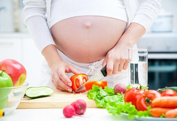Chế độ ăn của mẹ thế nào để đảm bảo nguồn sữa cho con?
