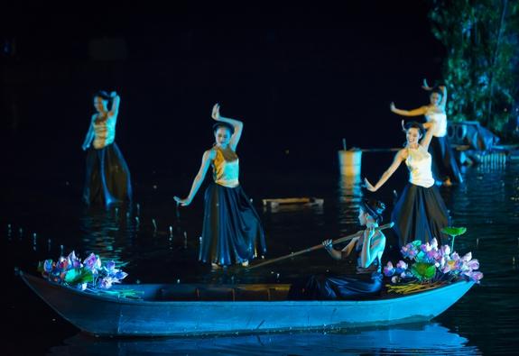"""Ngược thời gian với """"Tinh hoa Bắc Bộ"""", vở diễn thực cảnh đầu tiên tại Việt Nam"""
