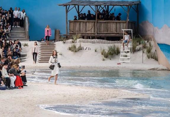 BST Xuân - Hè 2019 của Chanel: những quý cô trên bãi biển
