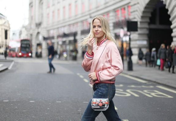 10 chiếc áo khoác màu hồng sẽ làm bừng sáng mùa đông