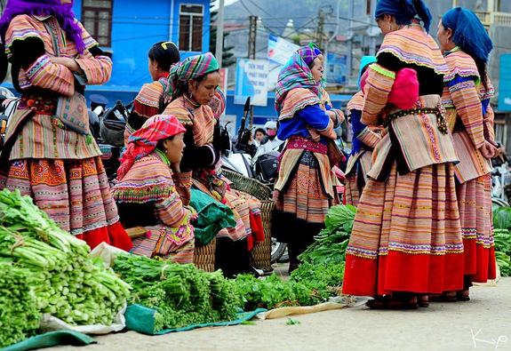 Mường Khương, chợ họp trong sương