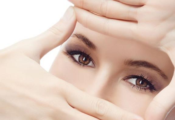 Làm sao để hạn chế lão hóa mắt?