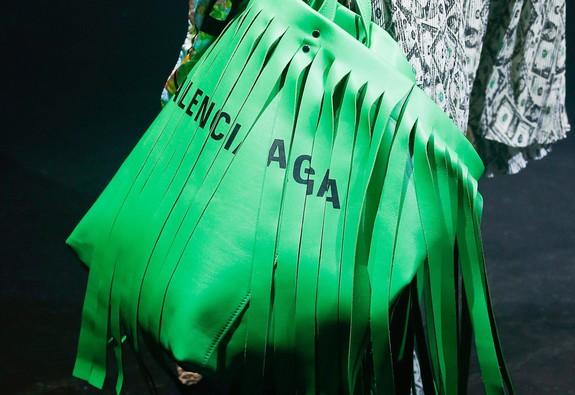 Balenciaga - thành công tóm tắt trong bốn chữ: Đơn giản và Dị biệt