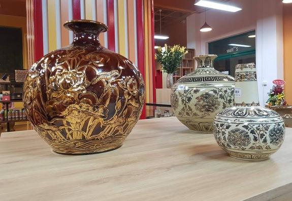 Khai trương showroom quà tặng truyền thống tại Hà Nội
