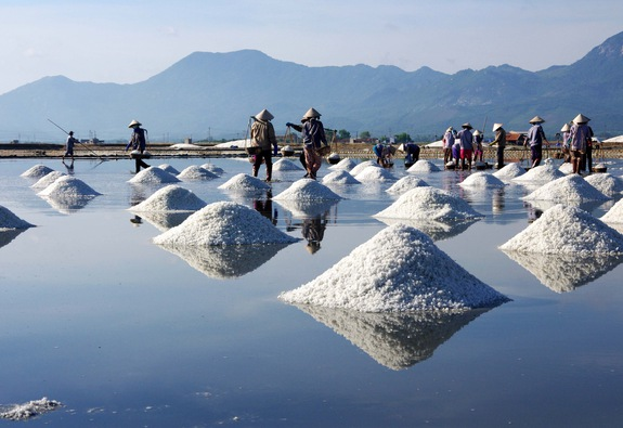 Sa Huỳnh: biển xanh và muối trắng nên thơ