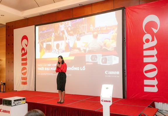 """Canon mang """"Thời đại màn hình khổng lồ"""" đến Hà Nội"""