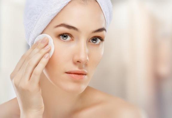 Rửa mặt đúng cách trước khi đi ngủ