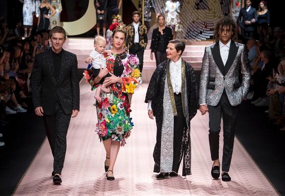 BST ngập sắc hoa cho mọi lứa tuổi của Dolce & Gabbana