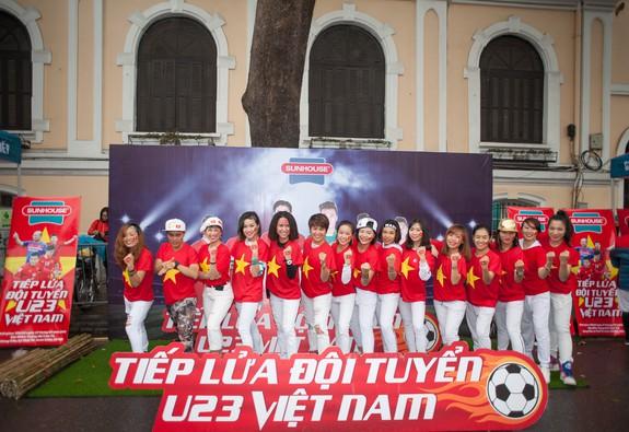 Triệu con tim hướng về các tuyển thủ U23 Việt Nam tại chảo lửa Hồ Gươm