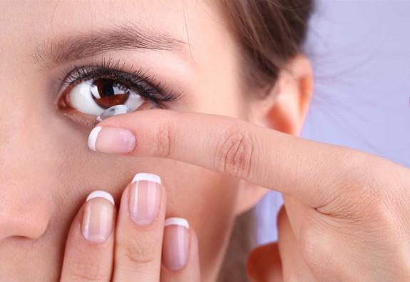 7 lưu ý trang điểm khi đeo kính áp tròng