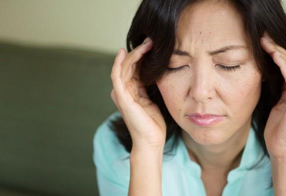 Đừng nhầm lẫn triệu chứng đau nửa đầu và viêm xoang trán