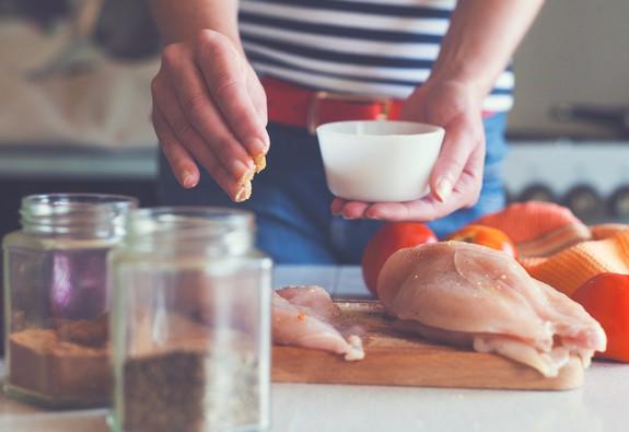 Ăn mặn có thể rút ngắn tuổi thọ?