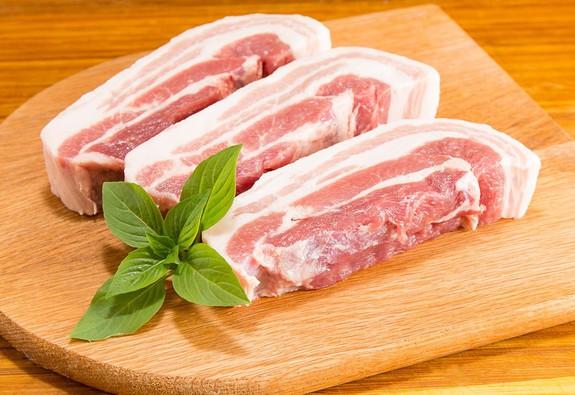 MM Mega Market tăng cường kiểm soát chất lượng thịt heo