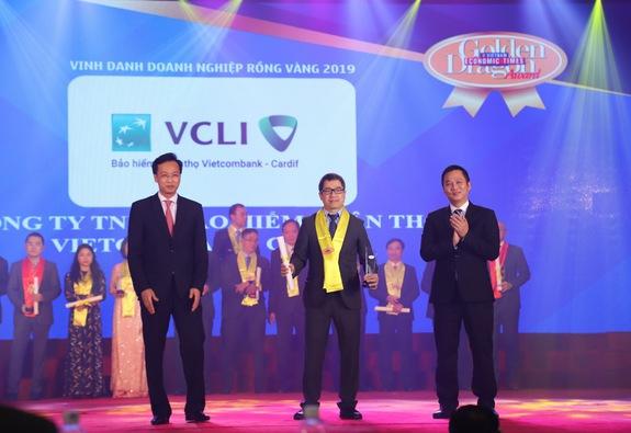 Vietcombank – Cardif vinh dự nhận giải thưởng Rồng vàng 4 năm liên tiếp