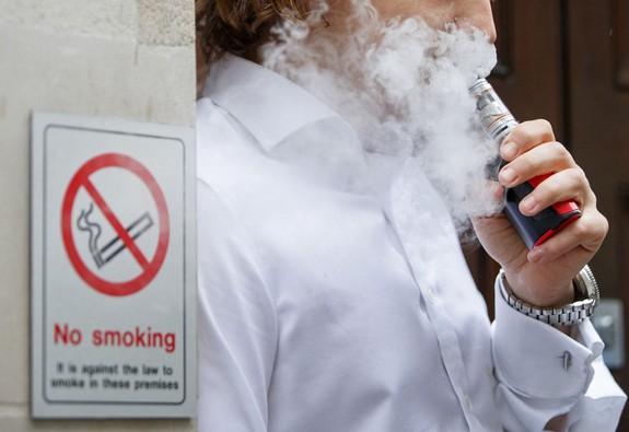 Thuốc lá điện tử có hương vị sẽ bị cấm tại Mỹ