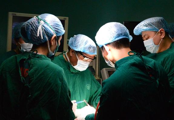 Phẫu thuật thành công ung thư tuyến giáp cho bệnh nhân dân tộc Thái