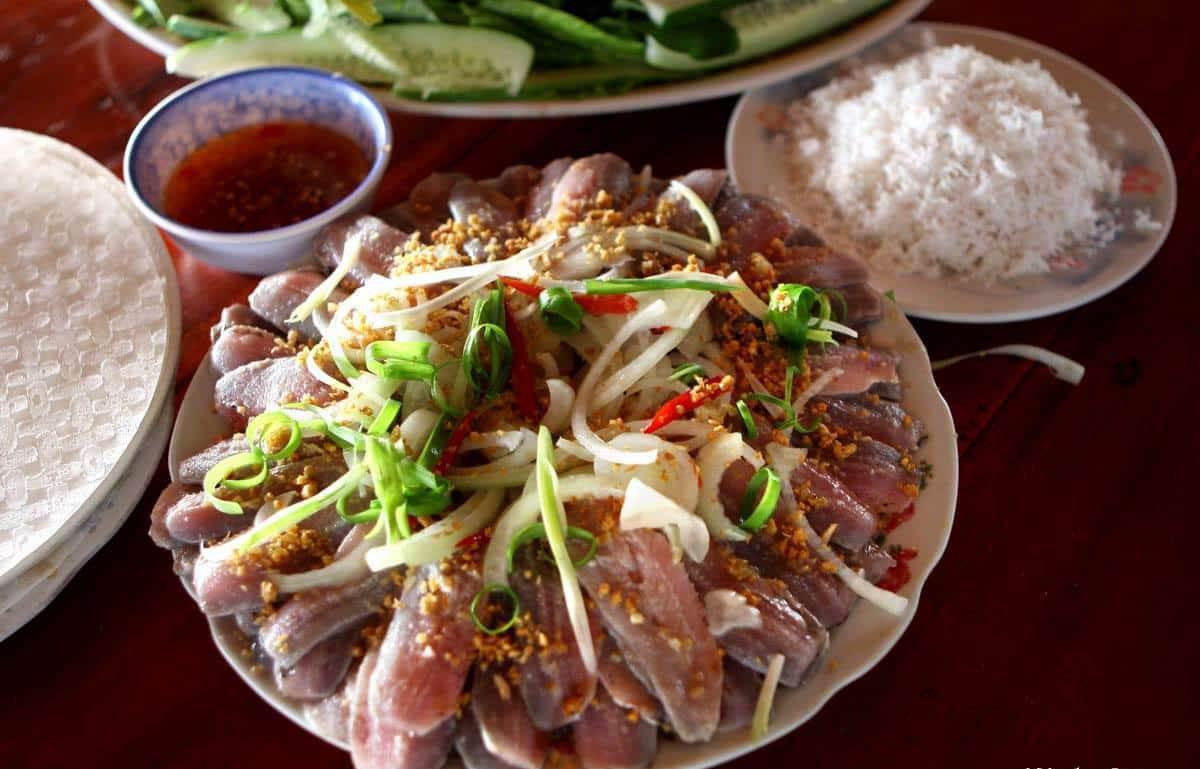 Gỏi cá trích cuốn rau rừng: thương hiệu ẩm thực Phú Quốc | VnEconomy