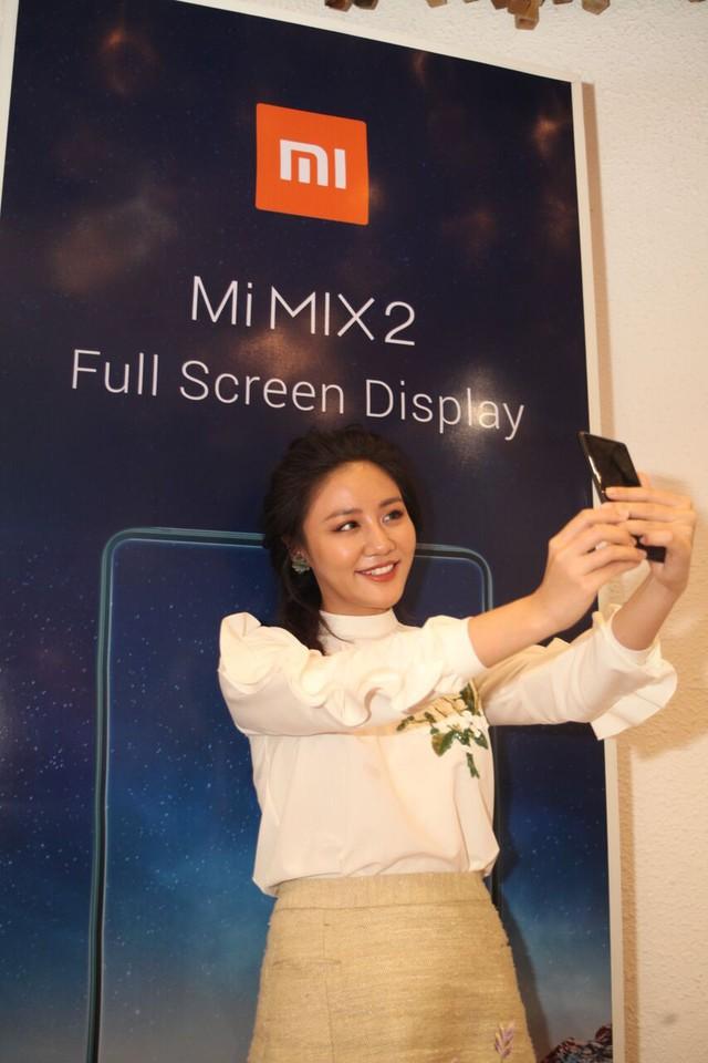 Xiaomi trình làng smartphone thiết kế tràn màn hình và smartphone đèn LED selfie đầu tiên - Ảnh 4.