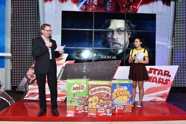 Bánh ngũ cốc ăn sáng Nestlé ra mắt tại lễ công chiếu Jedi cuối cùng - Ảnh 1.